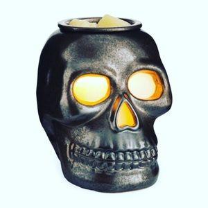 25 Watt Skull Wax Warmer w/Try Me Bag of Wax Melts